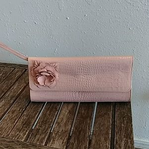 Harold's Pink leatherCroc embossed clutch rosette